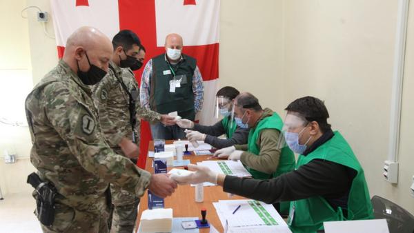 Грузинские миротворцы в Афганистане голосуют на парламентских выборах - Sputnik Грузия