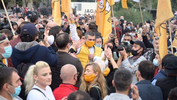 Акция сторонников оппозиции у парламента против итогов выборов. Активисты Лело - Sputnik Грузия