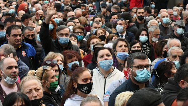 Акция оппозиции против итогов выборов у здания парламента. 01.11.2020 - Sputnik Грузия