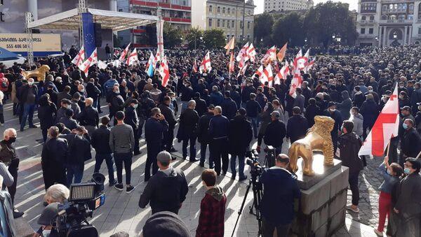 Батуми - акция протеста оппозиции 8 ноября 2020 года на площади перед Драматическим театром им. Чавчавадзе - Sputnik Грузия