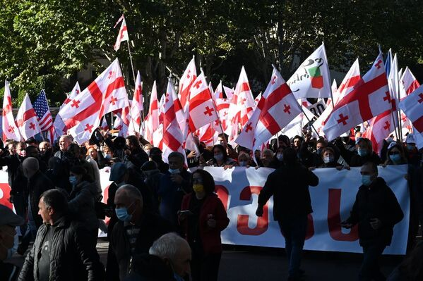 В целом масштабная акция оппозиции перед зданием парламента Грузии прошла без эксцессов - Sputnik Грузия