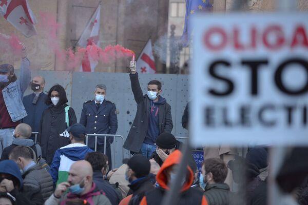 Несмотря на эпидемию коронавируса, оппозиция не стала отменять назначенный на воскресенье митинг - Sputnik Грузия