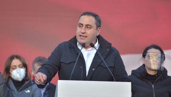 Георгий Вашадзе. Масштабная акция протеста оппозиции в воскресенье 8 ноября 2020 перед зданием парламента Грузии - Sputnik Грузия