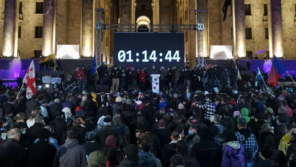 Время отсчета ультиматума. Масштабная акция протеста оппозиции в воскресенье 8 ноября 2020 перед зданием парламента Грузии  - Sputnik Грузия