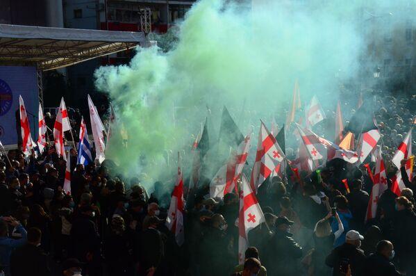 Выразив неповиновение властям и пообещав продолжить борьбу, к восьми вечера большая часть митингующих в Батуми разошлась - Sputnik Грузия