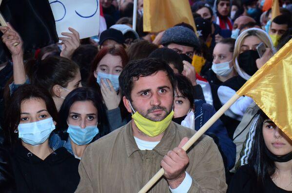 Здесь активисты оппозиции снова озвучили прежние требования об отмене итогов голосования и назначении новых выборов - Sputnik Грузия