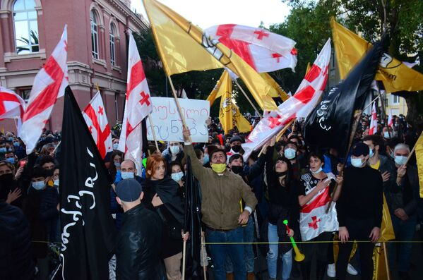 Начавшись на площади у драматического театра им. Чавчавадзе, ядро митинга затем переместилось к зданию правительства Аджарской АР - Sputnik Грузия