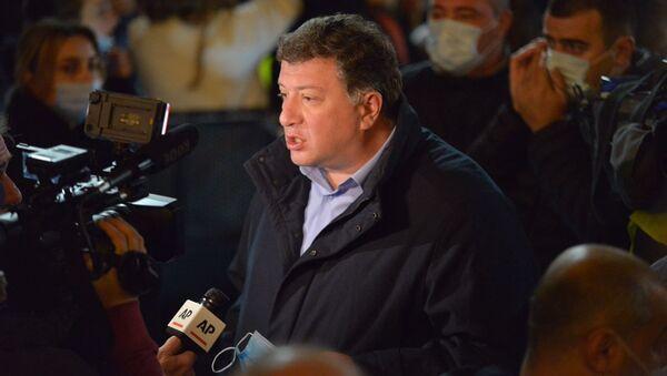Гиги Угулава. Акция протеста оппозиции у здания парламента Грузии 9 ноября 2020 года - Sputnik Грузия
