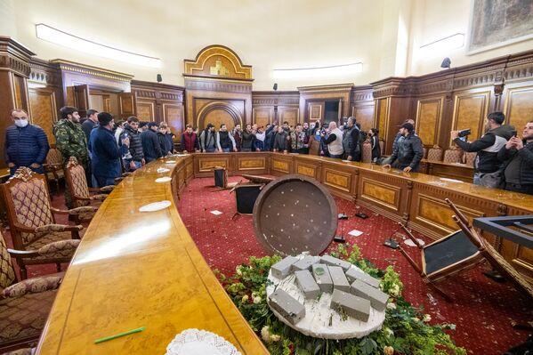 Премьер-министр Армении заявил, что зачинщиков погромов привлекут к ответственности  - Sputnik Грузия