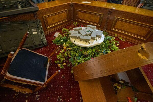 Погром в Доме правительства в Ереване - Sputnik Грузия