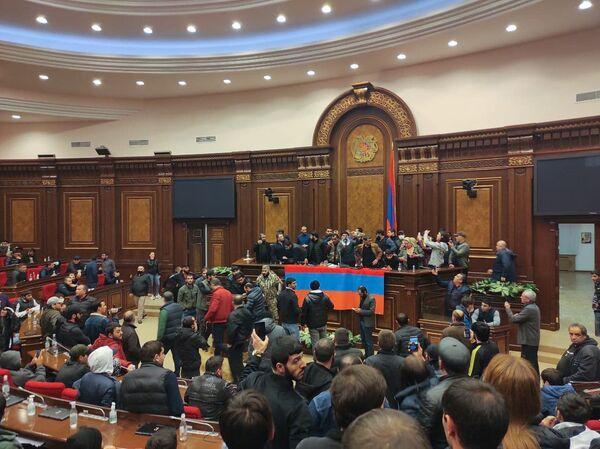 Активисты называют подписание этого документа предательским  - Sputnik Грузия