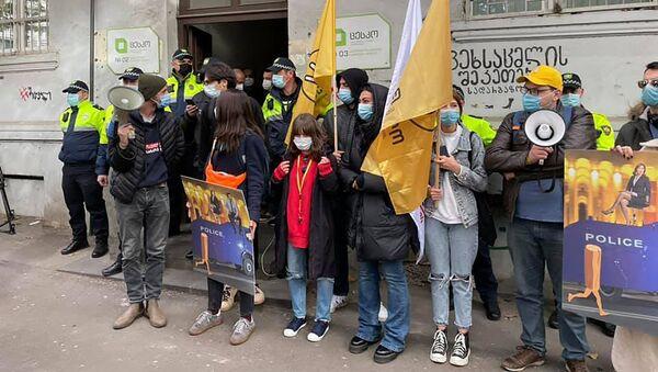 Акция протеста оппозиции у здания окружной избирательной комиссии в районе Сабуртало 11 ноября 2020 года - Sputnik Грузия
