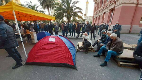 Оппозиция продолжает протестовать в Батуми - акция у здания правительства Аджарии 13 ноября 2020 года - Sputnik Грузия