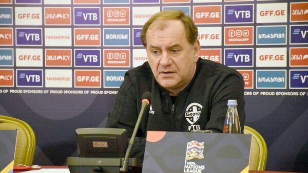 Владимир Вайсс на пресс-конференции перед матчем с командой Армении - Sputnik Грузия