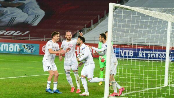 Сборная Грузии забила гол противнику. Счет  во втором тайме 1:1. Матч между сборными Грузии и Армении по футболу - Sputnik Грузия