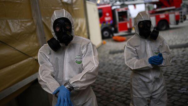 Пандемия коронавируса COVID 19 - военные в Брюсселе, Бельгия, помогают доставлять пациентов в больницы - Sputnik Грузия