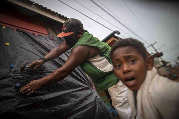 По данным никарагуанской системы по предотвращению и ликвидации последствий стихийных бедствий, Йота ослаб до четвертой категории  - Sputnik Грузия