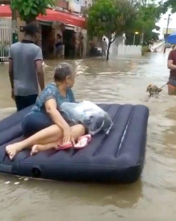 А проливные дожди превратили улицы в реки - Sputnik Грузия