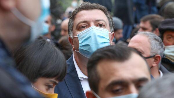 Гиги Угулава в маске во время эпидемии коронавируса - Sputnik Грузия