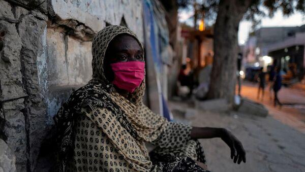 Женщина в маске в Сенегале - Sputnik Грузия