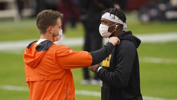 Спортсмены на тренировке в масках, Мэриленд, США - пандемия коронавируса COVID 19 - Sputnik Грузия