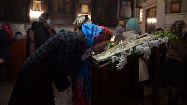 Православные верующие отмечают праздник - Sputnik Грузия