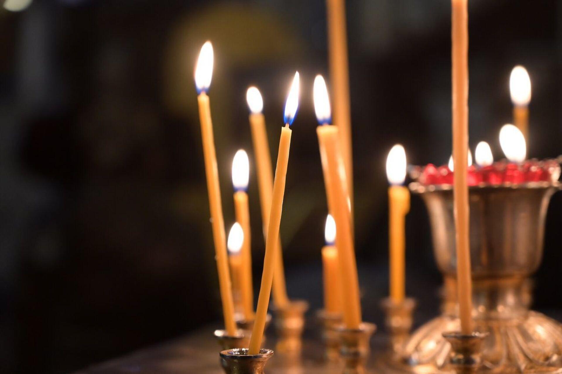 Горящие свечи в церкви - Sputnik Грузия, 1920, 23.09.2021
