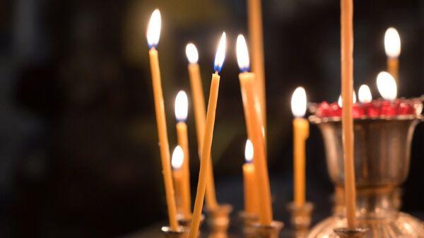 Горящие свечи в церкви - Sputnik Грузия