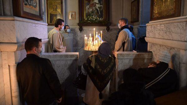 Православные верующие отмечают праздник Гиоргоба в соборе Кашвети 23 ноября 2020 года - Sputnik Грузия