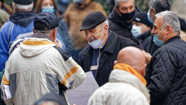 Эпидемия коронавируса - пожилые мужчины в масках - Sputnik Грузия