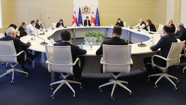Премьер-министр Грузии Георгий Гахария встретился с руководителями ведущих клиник страны - Sputnik Грузия