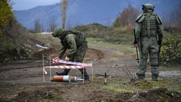 Специалисты противоминного центра Минобороны РФ приступили к работе в Карабахе - Sputnik Грузия
