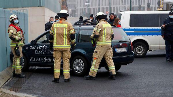 Автомобиль въехал в ворота офиса Меркель в Берлине - Sputnik Грузия
