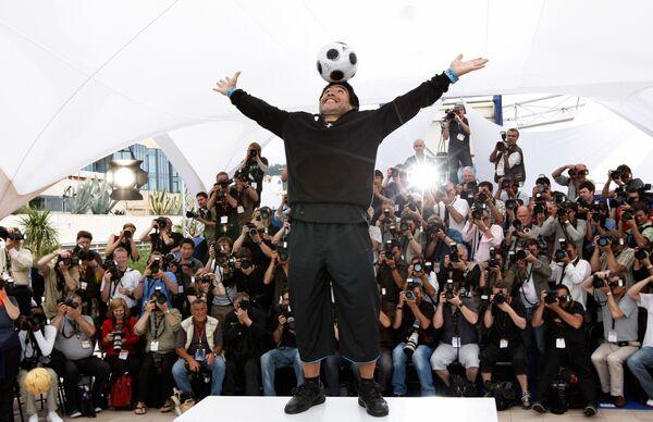 После завершения карьеры игрока Марадона работал телекомментатором на каналах Аргентины и Италии. С июня 2005 по август 2006 года являлся вице-президентом футбольной комиссии клуба Бока Хуниорс. С октября 2008 года по июль 2010 года Марадона работал главным тренером сборной Аргентины   - Sputnik Грузия