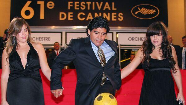 Диего Марадона с дочерьми. Архивное фото - Sputnik Грузия