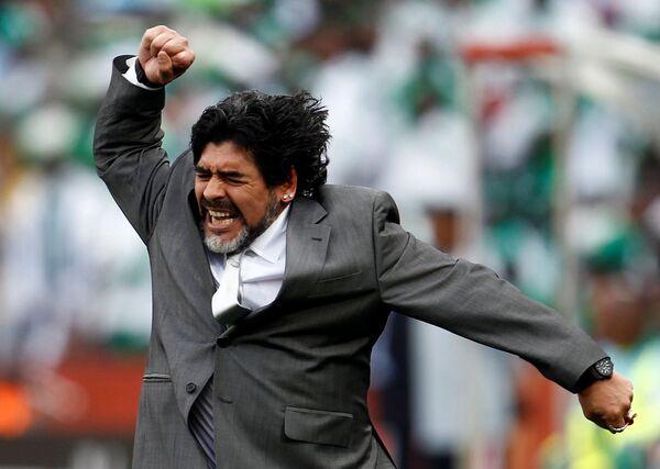 Марадона радуется победе. Сборная Аргентины вышла в четвертьфинал чемпионата мира 2010 года - Sputnik Грузия