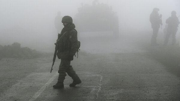 Нагорный Карабах. Российские миротворцы обеспечивают безопасность движения - Sputnik Грузия