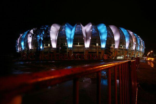 Стадион Бейра Риу в цветах аргентинского флага в знак скорби по Диего Марадоне в Бразилии  - Sputnik Грузия