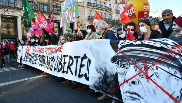 Акция протеста в Париже - Sputnik Грузия