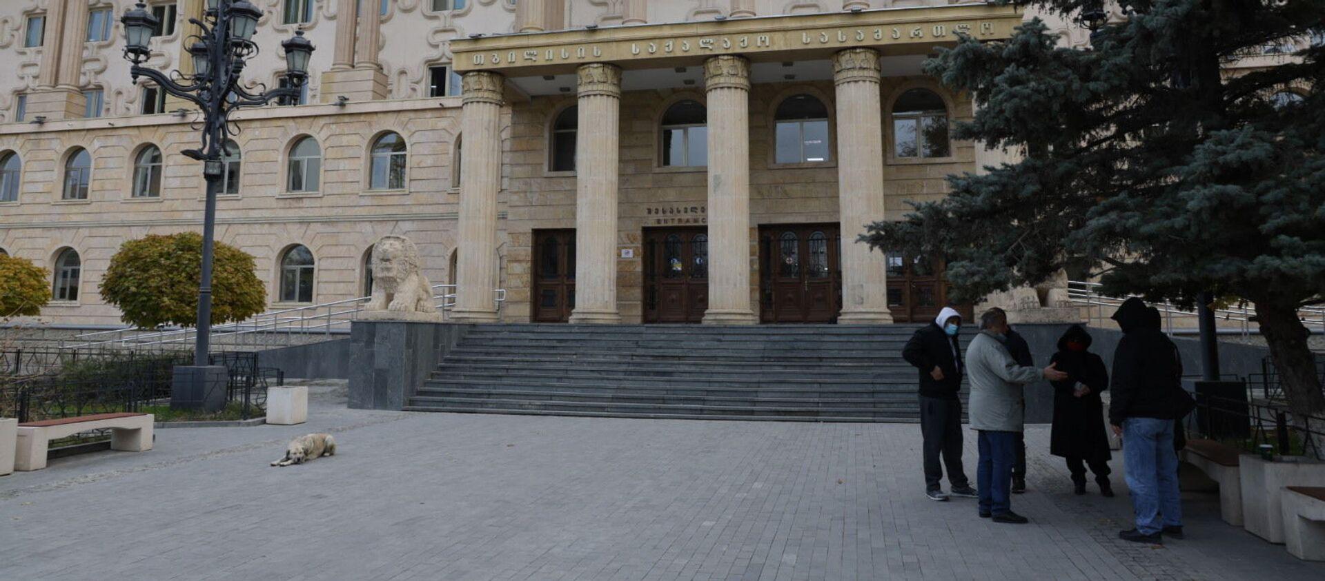 Журналисты у здания Тбилисского городского суда - Sputnik Грузия, 1920, 15.03.2021