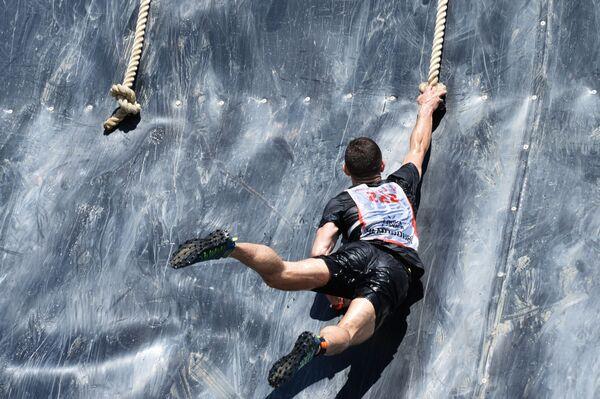 Участник Гонки героев - Новая высота на базе Международного учебного центра сил специального назначения в Гудермесе. Препятствие Эверест - Sputnik Грузия