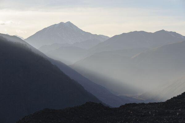Горы в Итум-Калинском районе Чечни - Sputnik Грузия
