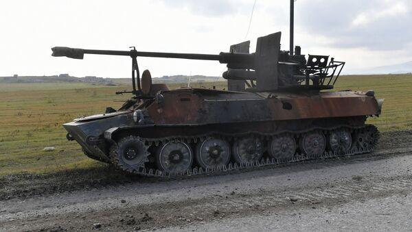 Брошенная армянская военная техника на дороге в Физули - Sputnik Грузия