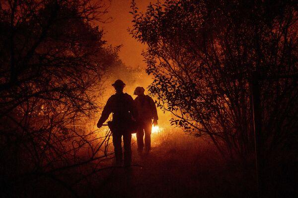Пожарные боролись с огнем на крутых склонах  - Sputnik Грузия
