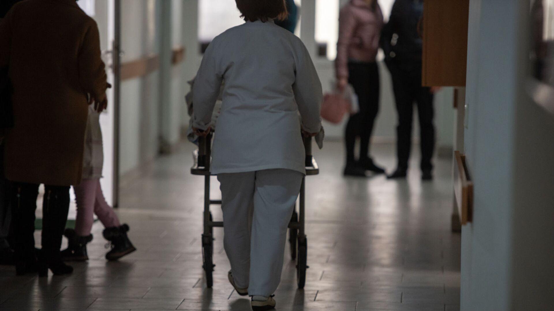 Медработники в коридоре больницы - Sputnik Грузия, 1920, 06.09.2021