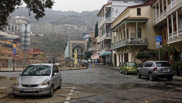 Город Тбилиси в дождь - район Абанотубани, старые дома, городская архитектура - Sputnik Грузия