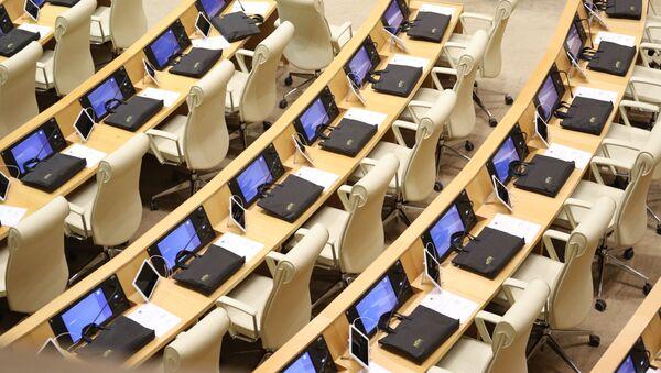 Пустые места в зале заседаний. Парламент Грузии десятого созыва начал работу 11 декабря 2020 года - Sputnik Грузия