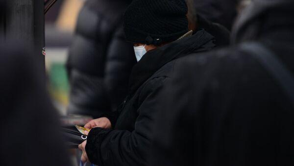 Эпидемия коронавируса - пожилая женщина в маске - Sputnik Грузия