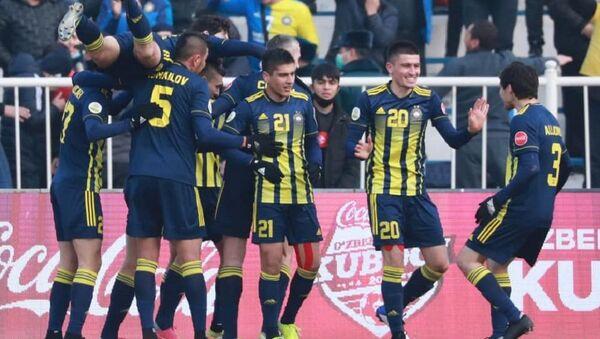 Футболисты ташкентского Пахтакора - Sputnik Грузия