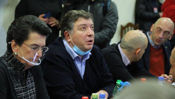 Гиги Угулава. Объединенная оппозиция провела консультации в офисе Лейбористской партии - Sputnik Грузия
